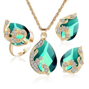 Jewelry - 🔆 Green Gold Crystal Pendant Necklace Earrings